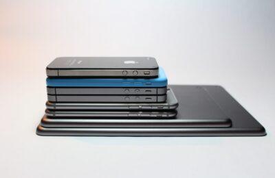 Helmikuun myydyimmät puhelimet – Kiinnostus 5G-puhelimia kohtaan kasvaa verkon kanssa